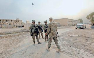 Αμερικανοί στρατιώτες στη στρατιωτική βάση της Μακμούρ, στα περίχωρα της Μοσούλης, κατά τη μεγάλη εκστρατεία κατά του ISIS.
