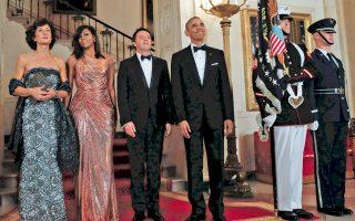 Μία ακόμη εντυπωσιακή εμφάνιση πραγματοποίησε η Μισέλ Ομπάμα στο τελευταίο της επίσημο δείπνο προς τιμήν του Ιταλού πρωθυπουργού, με φόρεμα Versace.
