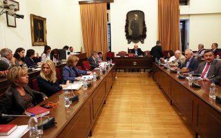 Αναβολή της συζήτησης για λίγες ημέρες, προκειμένου να υπάρξει και η μείζονος σημασίας απόφαση του ΣτΕ, ζήτησε χθες, στη διάσκεψη των προέδρων της Βουλής, το μεγαλύτερο τμήμα της αντιπολίτευσης.