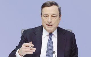 Ο Μάριο Ντράγκι υπερασπίστηκε σθεναρά τα αρνητικά επιτόκια καταθέσεων για τις τράπεζες που τοποθετούν τα χρήματά τους στην κεντρική τράπεζα. Απέκλεισε το ενδεχόμενο αιφνιδιασμού των αγορών σε ό,τι αφορά το πρόγραμμα ποσοτικής χαλάρωσης και διευκρίνισε ότι η ΕΚΤ δεν συζήτησε τον περιορισμό του, ούτε τη διάρκειά του.