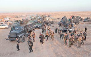 Κούρδοι μαχητές συγκεντρώνονται βόρεια της Μοσούλης. Για πρώτη φορά χθες, κουρδικές δυνάμεις διεξήγαγαν κοινές επιχειρήσεις με μονάδες του ιρακινού στρατού εναντίον του Ισλαμικού Κράτους.