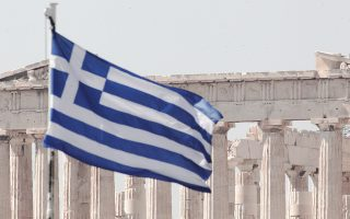 Σε γενικές γραμμές, η θέση της ελληνικής οικονομίας βρίσκεται εξαιρετικά χαμηλά σε τρεις κατηγορίες κριτηρίων που επηρεάζουν την ανταγωνιστικότητα: α) μακροοικονομικό περιβάλλον (131η θέση στις 138 χώρες), β) λειτουργία του χρηματοπιστωτικού τομέα (136η) και γ) λειτουργία της αγοράς εργασίας (114η).