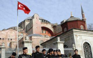 Ο ιμάμης θα διαβάζει καθημερινά τις πέντε προσευχές της ημέρας, στον χώρο που έχει χτιστεί έξω από το μουσείο.