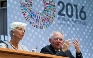 O Γερμανός ΥΠΟΙΚ (Δ), με την επικεφαλής του ΔΝΤ, Κριστίν Λαγκάρντ.
