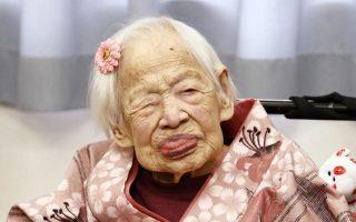 Η Μισάο Οκάουα, μία υπερήλικη γυναίκα από τον Ιαπωνία, που πέθανε πέρυσι σε ηλικία 117 ετών.