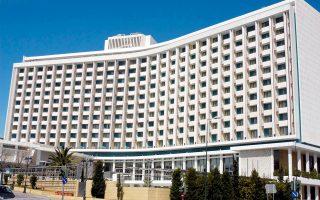 Στην κοινοπραξία της ΤΕΜΕΣ (ιδιοκτήτριας της Costa Navarino) και της τουρκικής Dogus θα πουλήσει η Alpha Bank το ξενοδοχείο Hilton. Ο