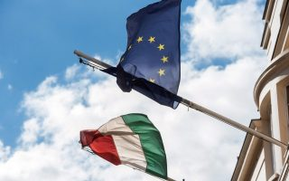epa05566824 The flag of Hungary and of the European Union fly next to each other on the Embassy of Hungary in London, Britain, 02 October 2016. Hungary holds a referendum on the European Union's proposed migrant quota scheme to oppose the mandatory resettling of non-Hungarians in the country.  EPA/DANIEL DEME HUNGARY OUT