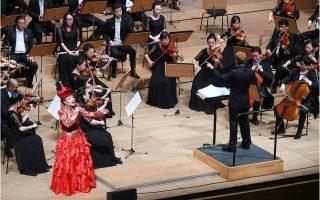 Η Συμφωνική Ορχήστρα της Εθνικής Οπερας και του Χοροδράματος της Κίνας στο Μέγαρο Μουσικής. Η συναυλία δόθηκε για τον εορτασμό της 67ης επετείου από την ίδρυση της Λαϊκής Δημοκρατίας της Κίνας, που είναι η 1η Οκτωβρίου.