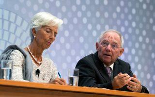 Κριστίν Λαγκάρντ και Βόλφγκανγκ Σόιμπλε διασταύρωσαν και πάλι τα ξίφη τους για το ελληνικό χρέος, αυτή τη φορά στην ετήσια σύνοδο του ΔΝΤ στην Ουάσιγκτον.