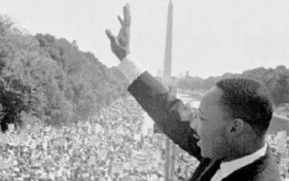 Ουάσιγκτον, 28 Αυγούστου 1963. Ο Μάρτιν Λούθερ Κινγκ εκφωνεί την περίφημη ομιλία του «I have a dream» από τα σκαλιά του Μνημείου του Λίνκολν, ενώπιον 250.000 ανθρώπων.