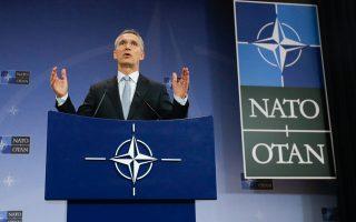 «Η ανησυχία μας είναι ότι η αρμάδα του ρωσικού αεροπλανοφόρου μπορεί να λειτουργήσει ως πλατφόρμα για την εξαπόλυση επιθέσεων εναντίον αμάχων στο Χαλέπι», δήλωσε, από τις Βρυξέλλες, ο γ.γ. του ΝΑΤΟ, Γενς Στόλτενμπεργκ.
