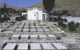 Στη φωτογραφία (από το σχετικό βιβλίο του Γεωργίου Ι. Σούρλα) το κοιμητήριο στους Βουλιαράτες της Αλβανίας με μνήματα Ελλήνων.