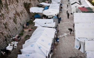 Περίπου 3.678 πρόσφυγες και μετανάστες, που έχουν φτάσει μετά τις 20 Μαρτίου, βρίσκονται τώρα στη Χίο.