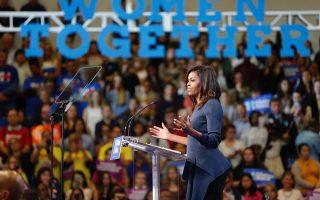 Η Μισέλ Ομπάμα απευθύνεται στο κοινό των Δημοκρατικών στην Αριζόνα. Απλά και όμορφα.