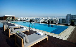 ta-xenodocheia-chandri-tha-dimioyrgisoyn-to-athens-marriott-hotel0