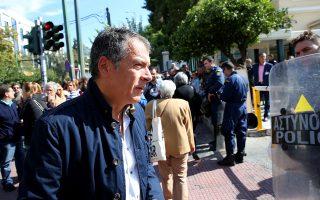 theodorakis-kapoioi-ithelan-na-pame-me-ti-nd-to-pasok-akoma-kai-ton-syriza0