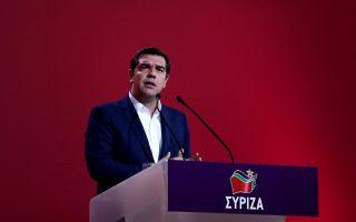 dipla-egklovismenos-o-k-tsipras0