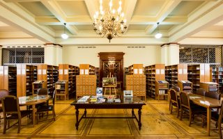 Η Βιβλιοθήκη της Τράπεζας της Ελλάδος είναι η πληρέστερη οικονομική βιβλιοθήκη της χώρας  και διαθέτει συλλογή σπάνιων βιβλίων και ντοκουμέντων.