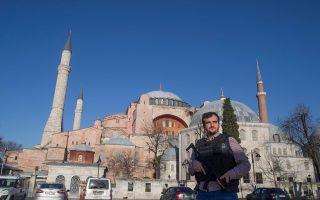 Με την κατάσταση που έχει διαμορφωθεί τελευταία στην Τουρκία, οι Ελληνες της Πόλης δεν επιθυμούν να μιλάνε. Παρότι κάθε ελληνικό ακόμη εξακολουθεί να πουλάει πολύ.