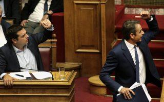 Ο πρωθυπουργός Αλέξης Τσίπρας (Α) και ο πρόεδρος της ΝΔ Κυριάκος Μητσοτάκης (Δ) στην Ολομέλεια της Βουλής στη συζήτηση προ ημερησίας διατάξεως σε επίπεδο Αρχηγών Κομμάτων, με αποκλειστικό θέμα τα φαινόμενα διαπλοκής και διαφθοράς και την επιρροή τους στο θεσμικό και πολιτικό σύστημα της χώρας και την αντιμετώπισή τους, Αθήνα, τη Δευτέρα 10 Οκτωβρίου 2016. ΑΠΕ-ΜΠΕ/ΑΠΕ-ΜΠΕ/ΣΥΜΕΛΑ ΠΑΝΤΖΑΡΤΖΗ