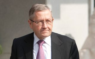 «Ο ESM έχει εντολή να εξετάσει βραχυπρόθεσμα μέτρα, κάτι που ήδη γίνεται», δήλωσε ο Κλ. Ρέγκλινγκ.
