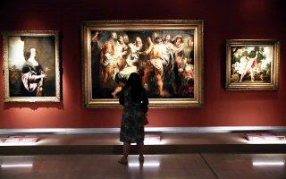 """Αρχαιολογικά αριστουργήματα, κοσμήματα και πολυτελή αντικείμενα των τσαρικών συλλογών της δυναστείας των Ρομανόφ, αλλά και έργα σπουδαίων Ευρωπαίων ζωγράφων, όπως Ελ Γκρέκο, Καραβάτζο, Ρούμπενς, Μουρίγιο κ.ά., ταξίδεψαν από το Ερμιτάζ της Αγίας Πετρούπολης στο Βυζαντινό και Χριστιανικό Μουσείο. Η έκθεση «Ερμιτάζ: Πύλη στην Ιστορία» αποτελεί την κορυφαία εκδήλωση του έτους Ελλάδας - Ρωσίας 2016, φιλοξενεί συνολικά 80 εκθέματα από τον 5ο έως τον 20ό αιώνα στους χώρους του μουσείου και θα διαρκέσει από σήμερα έως τις 26 Φεβρουαρίου 2017. «Η έκθεση είναι μια """"εγκυκλοπαίδεια"""" της ρωσικής τέχνης», σημείωσε η διευθύντρια του ΒΧΜ, Αικατερίνη Δελαπόρτα."""