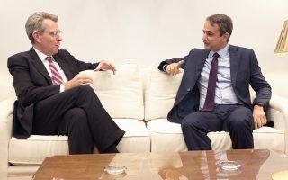Κατά τη χθεσινή συνάντησή του με τον τον νέο Αμερικανό πρεσβευτή στην Αθήνα Τζέφρι Πάιατ, ο κ. Κυρ. Μητσοτάκης υποστήριξε ότι η κυβέρνηση δεν θέλει ούτε μπορεί να στηρίξει τις απαιτούμενες μεταρρυθμίσεις.
