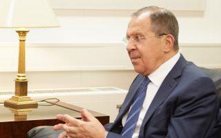 Ο υπουργός Εξωτερικών της Ρωσίας Σεργκέι Λαβρόφ έκανε μια γενική αναφορά στις ρωσοελληνικές σχέσεις, οι οποίες, όπως είπε, αναπτύσσονται παρά τη δύσκολη κατάσταση που επικρατεί στην Ευρώπη, ενώ υπογράμμισε και τον ρόλο που παίζει στις διεθνείς ταλαντώσεις που συμβαίνουν στην ευρύτερη περιοχή η εγγύτητα των δύο λαών.