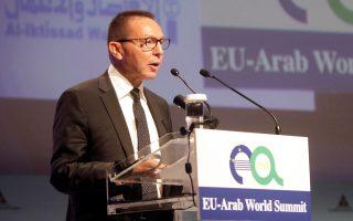 Μιλώντας στην Ευρωαραβική Σύνοδο για τη συνεργασία και την ανάπτυξη, ο διοικητής της ΤτΕ Γ. Στουρνάρας αναφέρθηκε στα σημαντικά επιτεύγματα της δημοσιονομικής προσαρμογής τα τελευταία έξι χρόνια.
