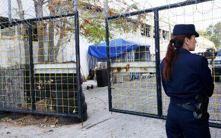 Εληξε από τις πρώτες πρωινές ώρες χθες, με επιχείρηση της αστυνομίας, η κατάληψη του χώρου στον Βοτανικό όπου πρόκειται να ανεγερθεί μουσουλμανικό τέμενος. Είχε προηγηθεί μήνυση του ελληνικού Δημοσίου, στο οποίο ανήκει η έκταση. Συνελήφθησαν οι 15 καταληψίες, μερικοί εκ των οποίων έχουν πλούσιο ποινικό παρελθόν. Ο χώρος πλέον φυλάσσεται από αστυνομικές δυνάμεις. Σελ. 6