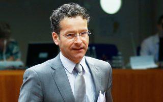 «Μπορούμε να βρούμε λύσεις που θα έχουν θετική επιρροή στη βιωσιμότητα του ελληνικού χρέους», δήλωσε ο πρόεδρος του Eurogroup Γερούν Ντάισελμπλουμ μετά το πέρας της συνεδρίασης των υπουργών Οικονομικών.