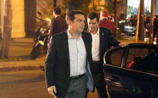 Ο πρωθυπουργός Αλ. Τσίπρας κατά την άφιξή του χθες στα γραφεία του ΣΥΡΙΖΑ, όπου συνεδρίασε η Π.Γ.