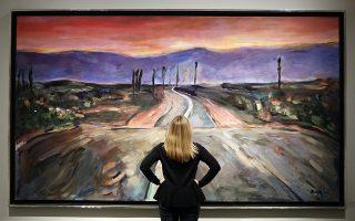 Δόξα και τιμή στον άφαντο Νομπελίστα. Μια επισκέπτρια κοιτά με θαυμασμό (μάλλον) το έργο «Endless Highway» του τραγουδοποιού Bob Dylan. Η έκθεση στην Halcyon Gallery του Λονδίνου έχει τίτλο «The Beaten Path» και περιλαμβάνει έργα μεγάλων διαστάσεων. Με την λατρεία που του τρέφουν οι κριτικοί, δεν αποκλείεται  στο άμεσο μέλλον να βραβευτεί και για το ζωγραφικό του έργο. (AP Photo/Kirsty Wigglesworth)