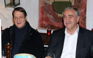 Οι κ. Νίκος Αναστασιάδης και Μουσταφά Ακιντζί παρακάθησαν το βράδυ της Πέμπτης σε ανεπίσημο δείπνο στο εστιατόριο Caveau de Vignerons στο Μοντρέ της Ελβετίας.