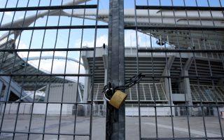 Το λουκέτο παραμένει στο ελληνικό ποδόσφαιρο, την ώρα που ο επιτετραμμένος της FIFA προκαλεί σύγχυση με τα όσα υποστηρίζει.