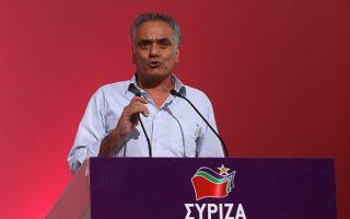 Ο υπουργός Ανάπτυξης Πάνος Σκουρλέτης κατά την ομιλία του, τη δεύτερη ημέρα των εργασιών του 2oυ Συνεδρίου του ΣΥΡΙΖΑ: