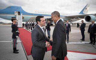 Θερμή χειραψία του πρωθυπουργού με τον κ. Ομπάμα, λίγο πριν από την αναχώρησή του στο αεροδρόμιο.