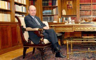 Ο Κωστής Στεφανόπουλος διετέλεσε Πρόεδρος της Δημοκρατίας από το 1995 έως το 2005.