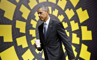 Θα μιλήσω, αν χρειαστεί, διεμήνυσε στον Ντόναλντ Τραμπ από τη Λίμα του Περού ο Μπαράκ Ομπάμα.