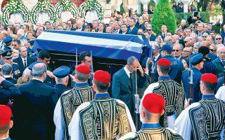 Με τιμές αρχηγού κράτους ετελέσθη στον Ιερό Ναό Αγ. Δημητρίου Παλαιού Ψυχικού, η εξόδιος ακολουθία του πρώην Προέδρου της Δημοκρατίας Κωστή Στεφανόπουλου. Η πολιτική και πολιτειακή ηγεσία αποχαιρέτισε τον εκλιπόντα.