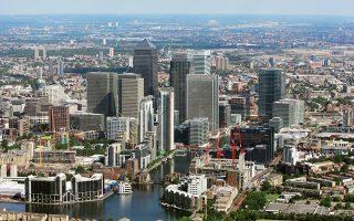Η βρετανική κυβέρνηση ανακοίνωσε ότι προτίθεται να επενδύσει κεφάλαια από 1% έως 1,2% του ΑΕΠ για υποδομές της οικονομίας και κάλεσε την Εθνική Επιτροπή Υποδομών να παρουσιάσει τις προτάσεις της.