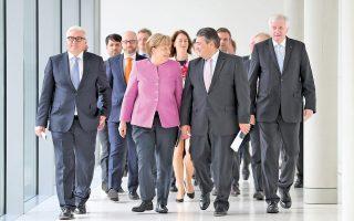 Ζίγκμαρ Γκάμπριελ, Χορστ Ζεεχόφερ και Αγκελα Μέρκελ. Οι επικεφαλής του μεγάλου συνασπισμού κατανέμουν ρόλους ενόψει μιας δύσκολης εκλογικής αναμέτρησης.