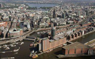 Οι Γερμανοί συνεχίζουν να αγοράζουν νέες κατοικίες με τον ταχύτερο ρυθμό των τελευταίων δεκαετιών. Στη φωτογραφία, άποψη από το Αμβούργο.