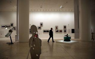 Το Εθνικό Μουσείο Σύγχρονης Τέχνης μισοάνοιξε για να μην υπάρχουν γκρίνιες, αλλά κανείς δεν μπορεί να ορίσει με ακρίβεια πότε θα κοπεί η κορδέλα.