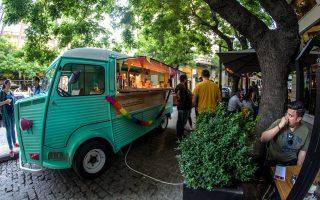 street-food-bar-se-amp-8230-trochoys0