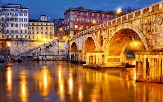 To Ponte Sisto συνδέει την περιοχή Campo dei Fiori με  την Piazza Trilussa. (Φωτογραφία: Getty image/Ideal image)