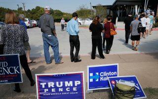 Σύμφωνα με τα στοιχεία της Παρασκευής, η προσέλευση Αφροαμερικανών ψηφοφόρων που αναμένεται να στηρίξουν τη Χίλαρι Κλίντον ήταν σχετικά περιορισμένη στην πρόωρη διαδικασία.