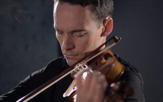 Με ωραίο και γεμάτο ήχο απέδωσε το άμεσο συναίσθημα της μουσικής ο Γερμανός βιολονίστας Λίνους Ροτ.