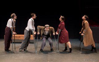Διασκεδαστική η παράσταση «Τα δεκανίκια» της ομάδας Art Nouveau στο θέατρο Olvio.