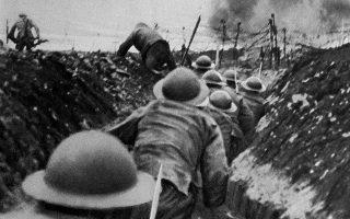 1 Ιουλίου 1916. Η στιγμή της επίθεσης: οι αξιωματικοί έχουν δώσει το σήμα με τη σφυρίχτρα και οι στρατιώτες βγαίνουν από το χαράκωμα.